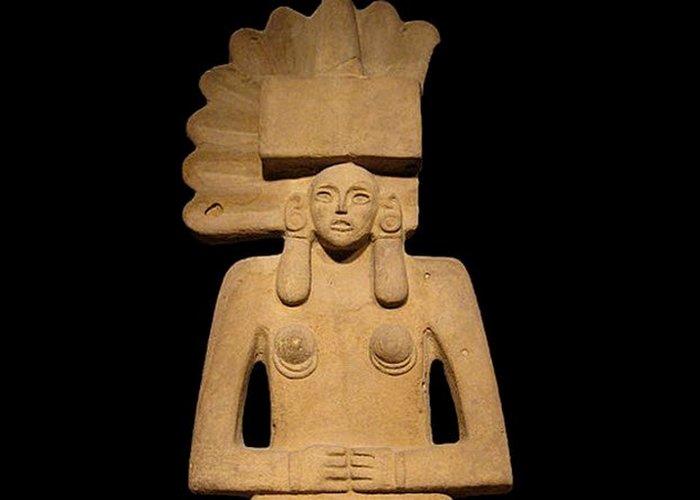 Тласолтеотль – Богиня разложения у ацтеков.