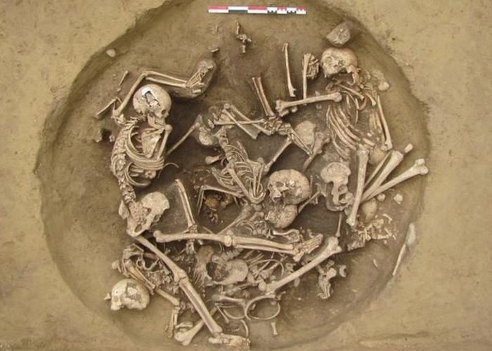 Раскопки, «Яма 157».