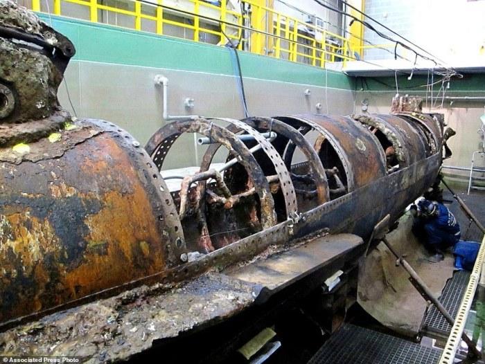 Реставрационные работы над подводной лодкой южан периода Гражданской войны в США H. L. Hunley.