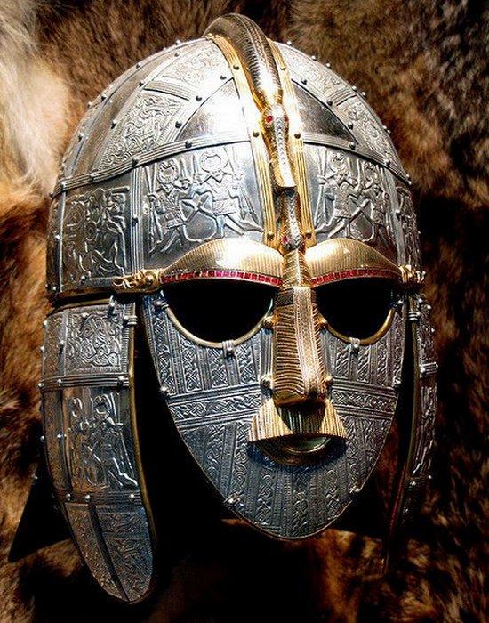 Жемчужина английской археологии: реплика шлема из Саттон-Ху.