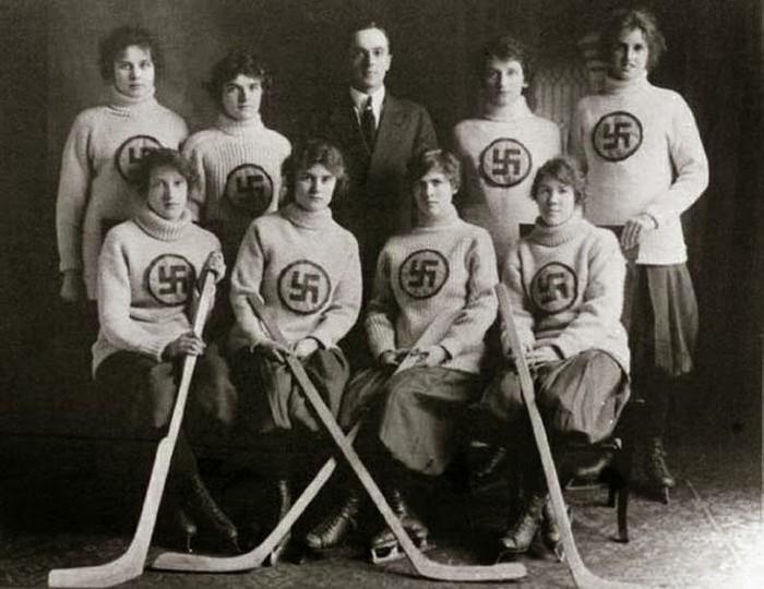 Женская хоккейная команда из Эдмонтона. 1916 год.