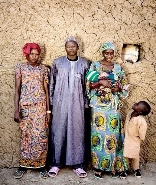Хамиду знакомит Уму со своей первой женой Соле, с которой у них уже есть трое детей (четвертый ребенок умер вскоре после рождения).