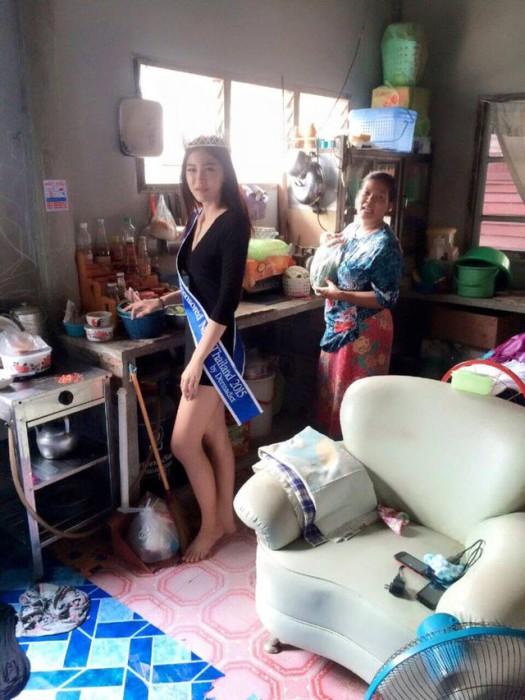 Ханитта  Фасаенг в домашней обстановке.