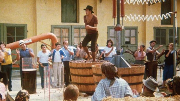 Адриано Челентано: зажигательный танец на винограде.
