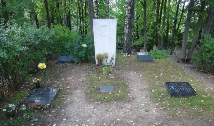 Могила Бориса Пастернака на Переделкинском кладбище.