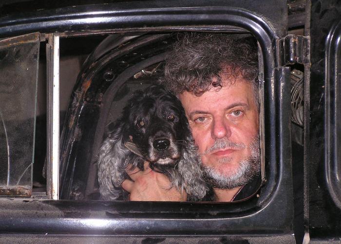Александр Татарский со своим псом.