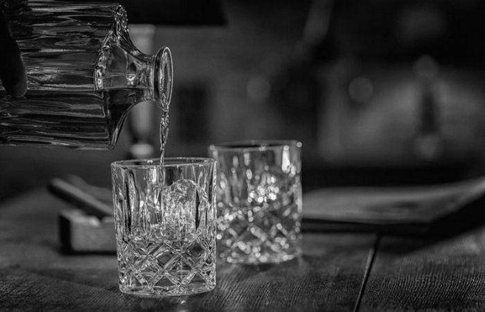 Бромид, виски и кокаин.