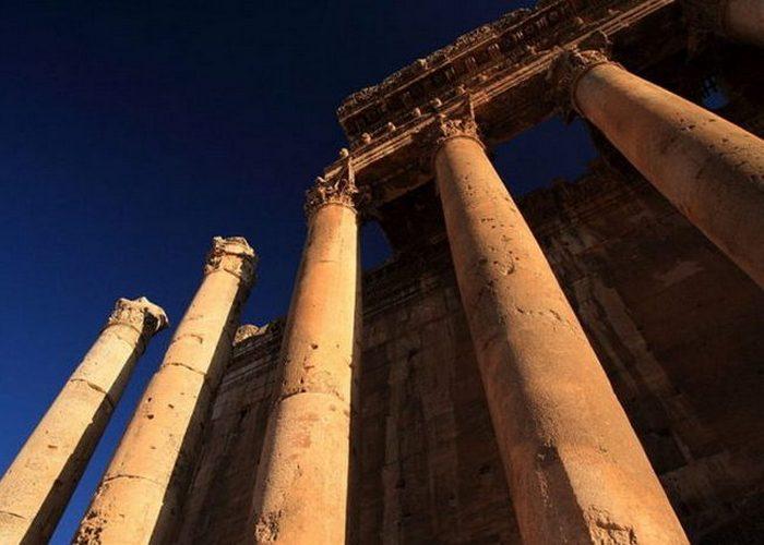 Высота колонн в 3 раза выше чем у Парфенона в Афинах.