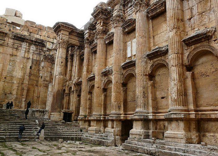 Наиболее хорошо сохранившийся римский храм подобного размера.