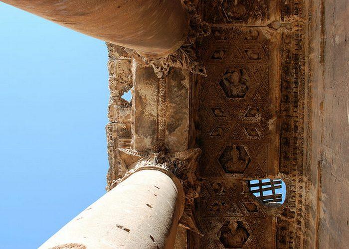 Детали нижней части колонн.