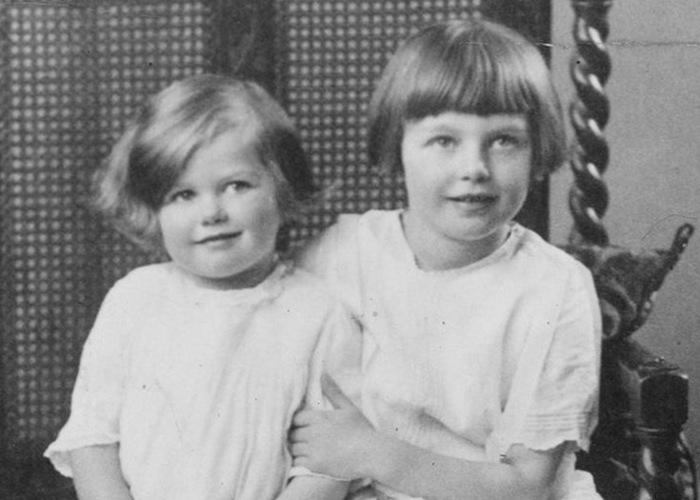 Маргарет Тэтчер в детстве с старшей сестрой./ Фото: mr-freeman.ru