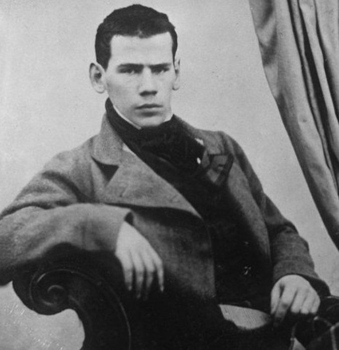 Портретная фотография Льва Николаевича Толстого.
