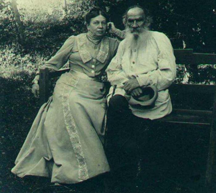 Лев Толстой с женой Софьей.