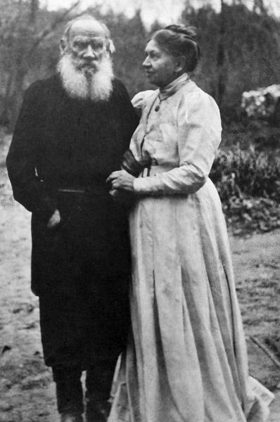 Писатель Лев Николаевич Толстой с женой Софьей Андреевной, 1910 год