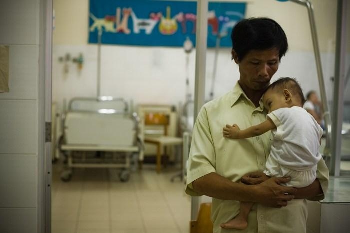 Тонг Фуок Фук - человек, который спасает детей.