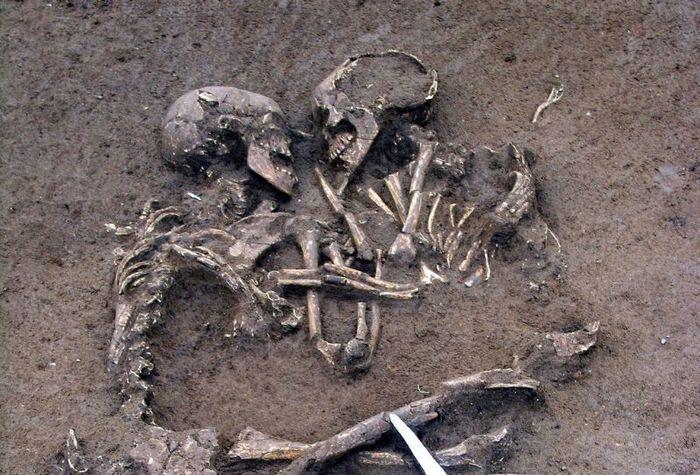 Тела двух людей в штате Невада, похороненных заживо в 1993 году.