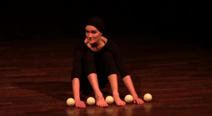 «Двадцать пальцев»: завораживающий перфоманс от циркачки Роксаны Кювен