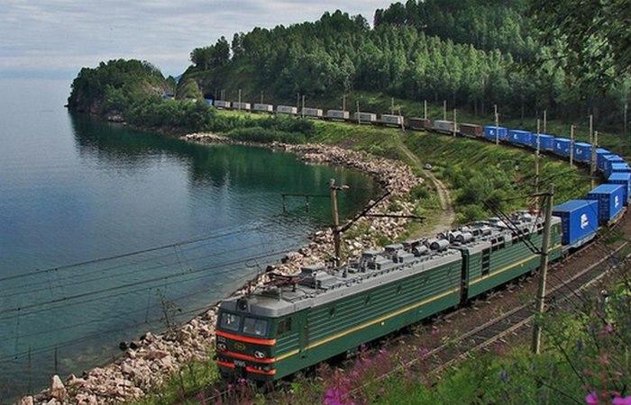 Морские контейнеры в пути. /фото:musplaylist.ru
