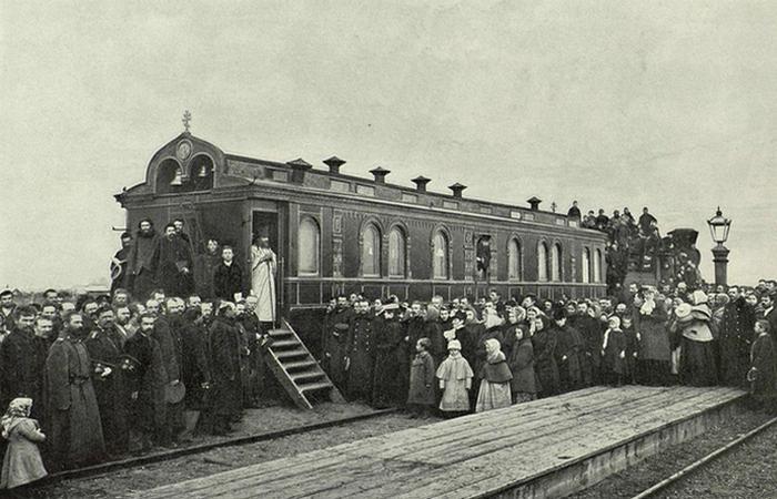 Храм в железнодорожном вагоне. /фото:zavodfoto.dreamwidth.org