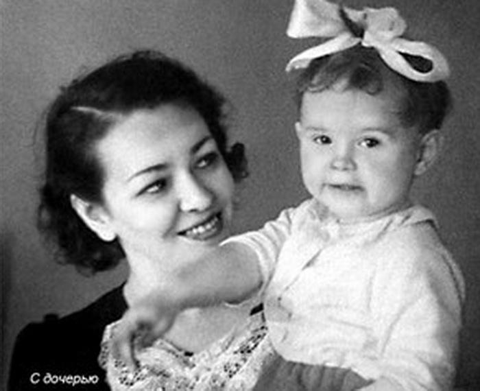 Вероника Тушнова с дочерью. | Фото: liveinternet.ru