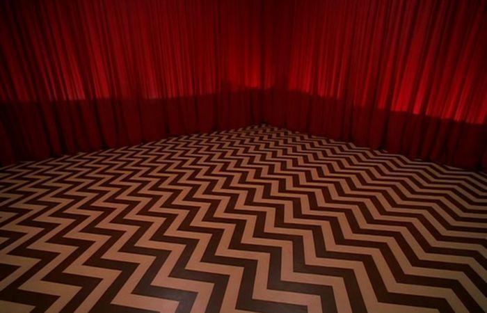Мозаичный узор на полу Вигвама.   Фото:filmfixx.com