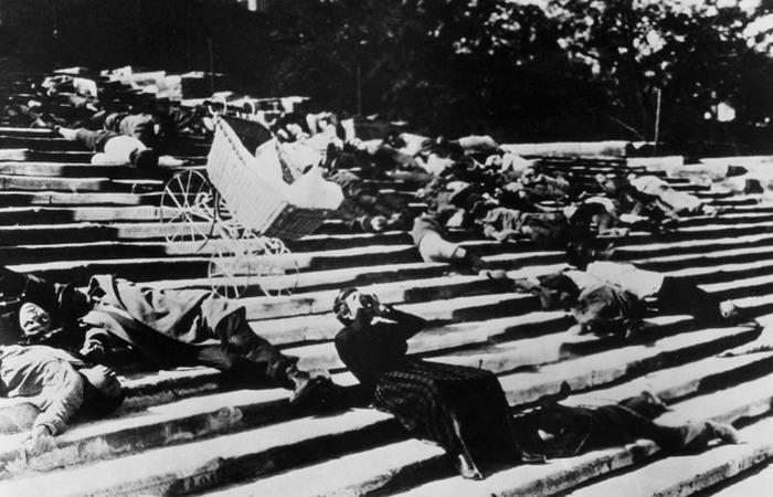 Броненосец Потемкин. Сцена с катящейся коляской.фото:www.film.ru
