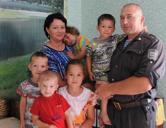 Большая и счастливая семья Шарауховых.