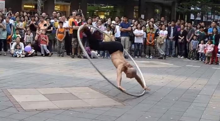 Потрясающее выступление «Витрувианского человека» из Тайваня.