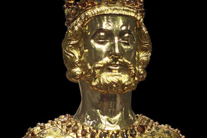 Франкский император Карл управлял большей частью Западной Римской империи.