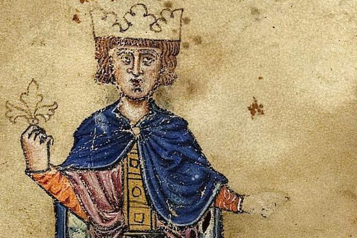 Император проявлял интерес к наукам, поэзии и математике и общался с еврейскими и мусульманскими мудрецами.