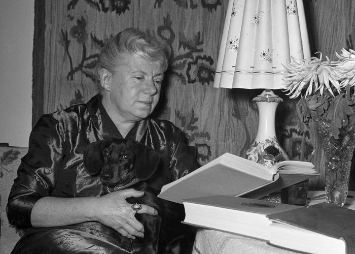Поэтесса Вера Инбер. 01.01.1955 г./ Фото: godliteratury.ru