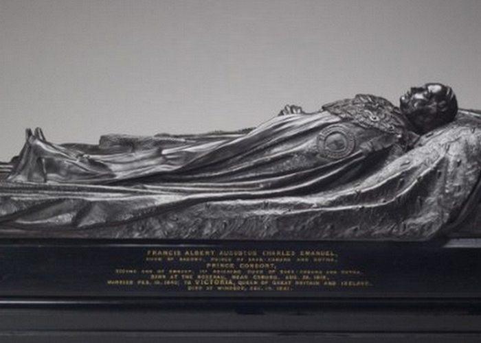 Траур в викторианскую эпоху: скульптурные изображения и посмертные маски.