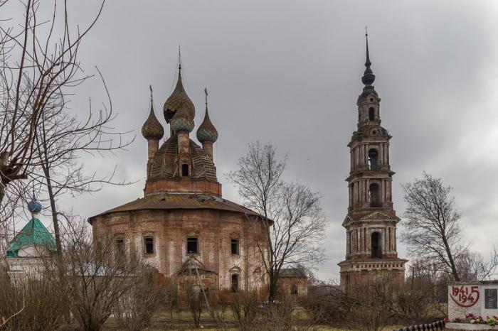 Церковный комплекс 18 века в селе Курба.
