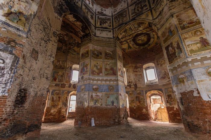 В конце 18 - начале 19 века фрески были обновлены.