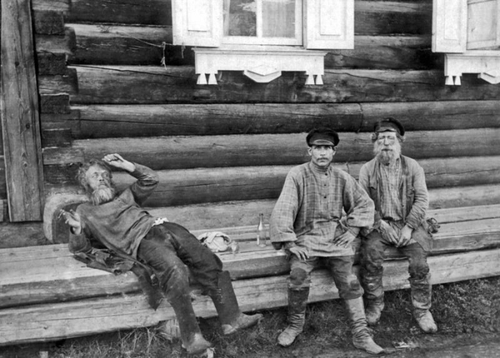 Старинные фото: русские и водка.