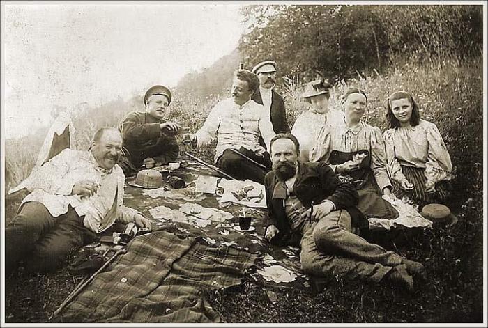На пикнике.