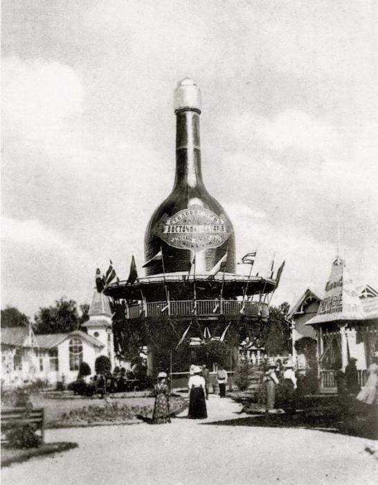 Монумент бутылке.