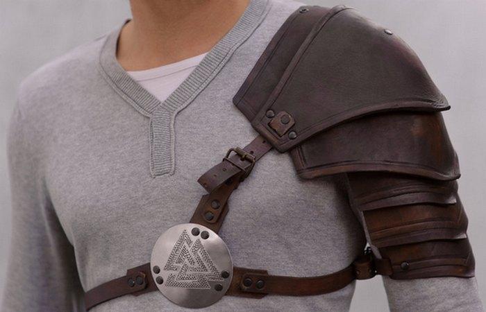 Легкая броня из кожи, костей,ткани./фото: becuo.com