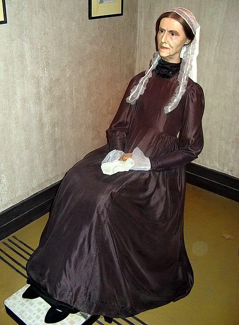 Восковая фигура Мать Уистлера в музее.
