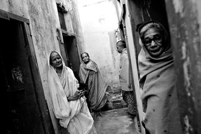 Белые вдовы в Индии приравниваются к прокажённым.