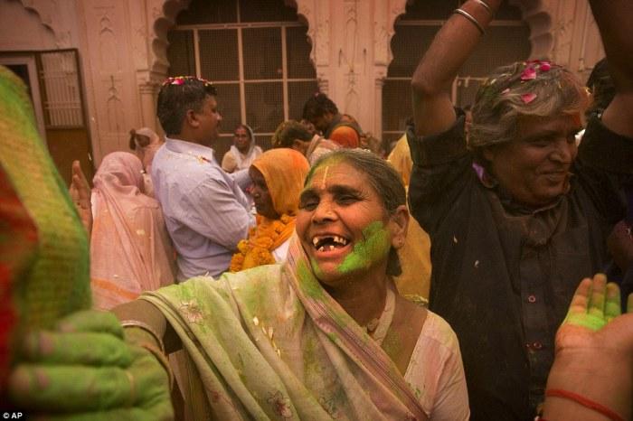 Праздник холи в городе Вриндаван.
