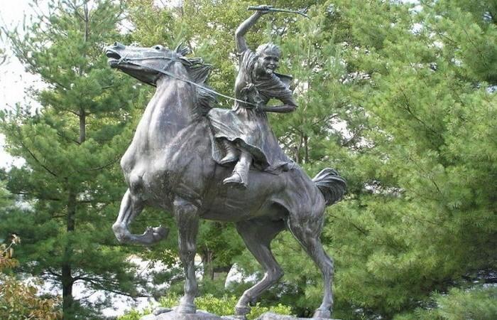 Памятник Сибил Ладингтон.