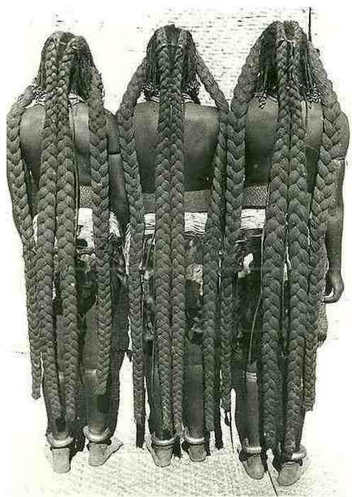 Эембуви — увесистые толстые косы до пят