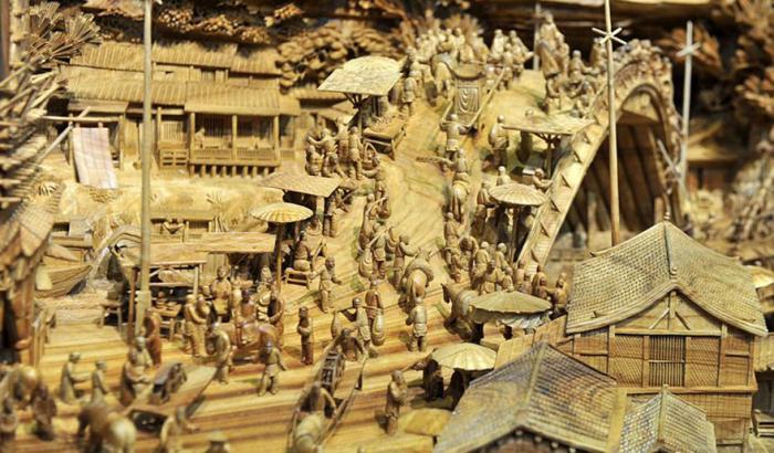 На скульптуре 550 фигур человек и ещё масса деталей.