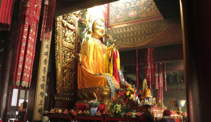 18-метровая статуя Будды из дерева.