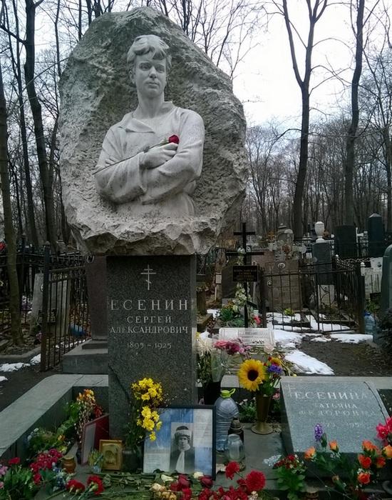 Памятник на могиле Сергея Есенина на Ваганьковском кладбище в Москве. / Фото: my.mail.ru