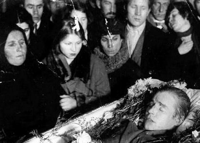 У гроба поэта./фото: fb.ru