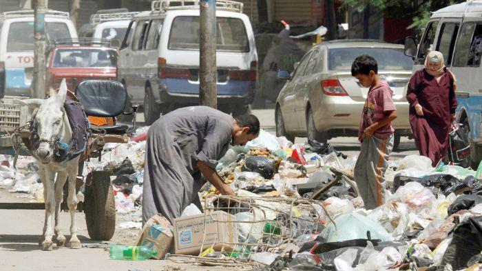 На улицах города мусорщиков.
