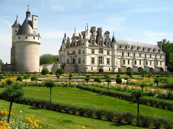 «Дамский замок» Шенонсо во Франции, владелицей которого была Диана де Пуатье.