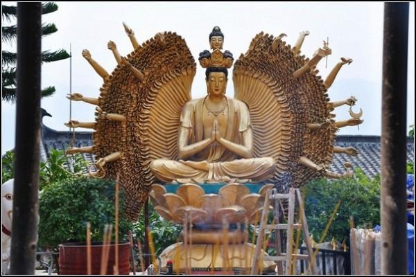 Буддийский монастырь в Ша Тине: Просветленные всех форм и видов